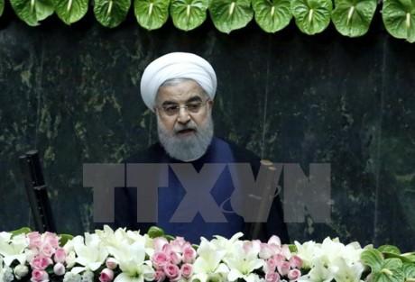 イラン外相、対話路線のザリフ氏続投へ 大統領が閣僚名簿提出  - ảnh 1
