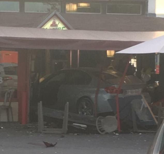 仏 レストランに車突っ込み1人死亡 運転手逮捕 - ảnh 1