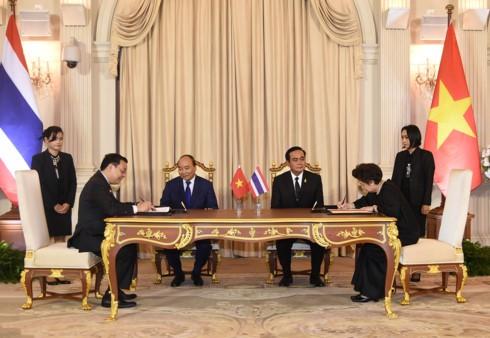 フック首相、タイの首相と会談 - ảnh 1