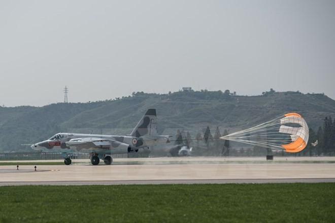朝鮮民主主義人民共和国の航空ショーが急きょ中止 燃料不足を懸念か - ảnh 1