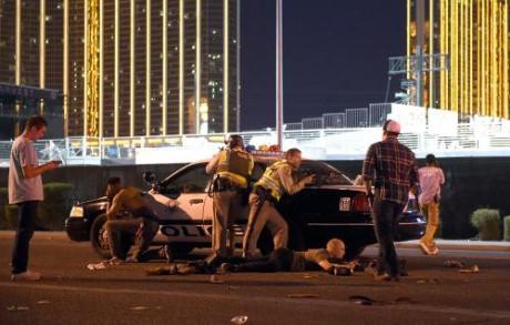 米ラスベガスで銃撃、少なくとも2人死亡・24人が負傷 - ảnh 1