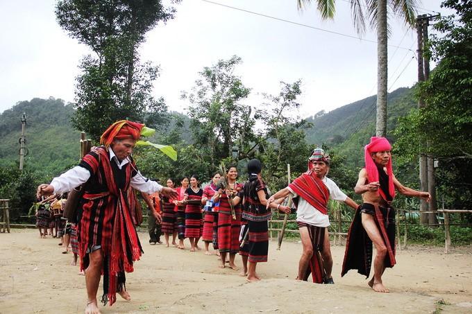 中部アルオイ県の少数民族の新米祭り - ảnh 3