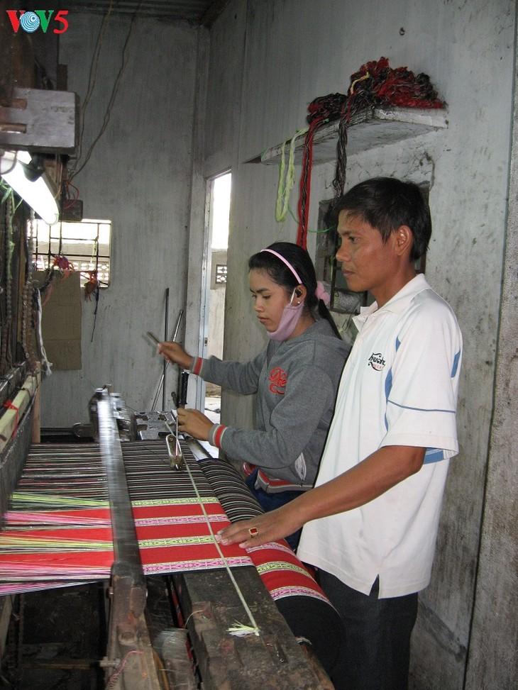 チャム族の伝統的手工職業村の保存と発展 - ảnh 2