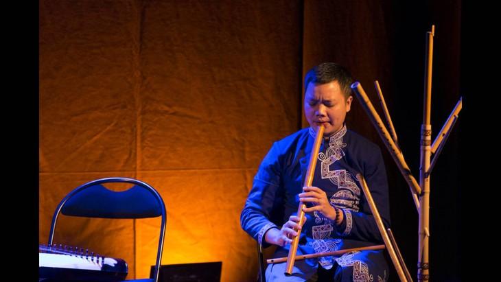 ベトナムの民族楽器サオという名の横笛の演奏 - ảnh 1