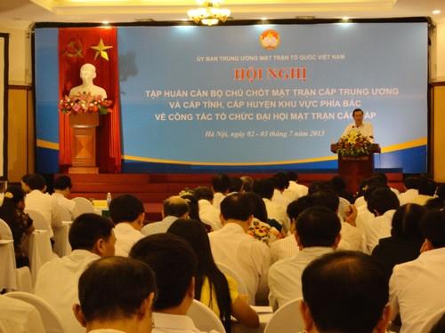 Pelatihan untuk pejabat teras Front Tanah Air tentang pekerjaan menyelenggarakan Kongres Front Tanah Air berbagai tingkat - ảnh 1