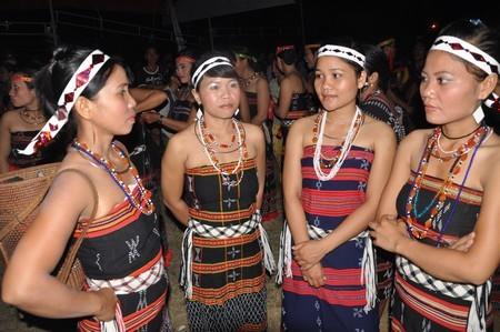 Kekhasan warna-warni etnis minoritas Co Tu di barisan gunung Truong Son - ảnh 1