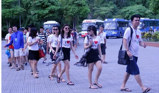 Perkemahan musim panas Vietnam 2013: Perjalanan di daerah Ibu Kota kuno - ảnh 1
