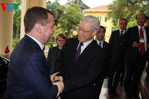 Aktivitas PM Rusia Dmitry Medvedev dalam kunjungan di Vietnam - ảnh 2