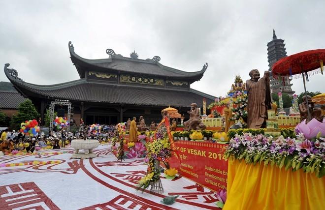Perayaan Besar Waisak tahun 2014 lolos masuk  daftar  10 nominasi Agama Buddha dunia kali pertama - ảnh 1