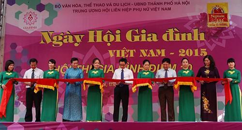 Deputi PM Vu Duc Dam mengahdiri upacara pembukaan Pesta Keluarga - ảnh 1