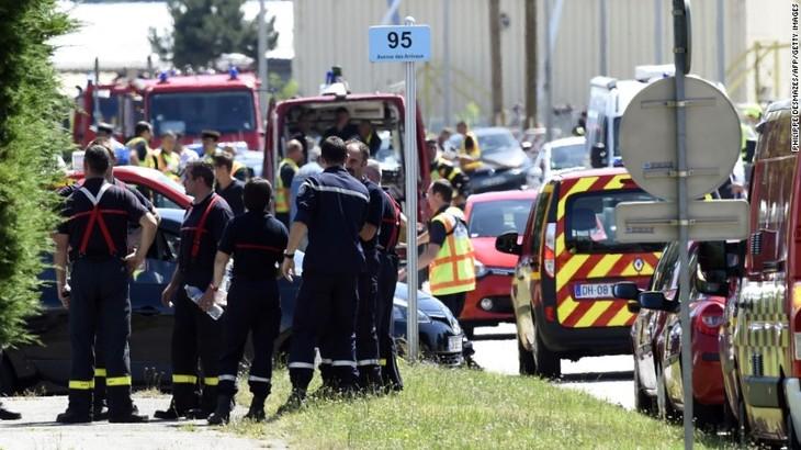 Serangan-serangan yang mengerikan di Perancis, Kuwait dan Tunisia menewaskan lebih dari 60 orang - ảnh 1
