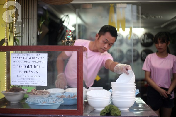 Satu mangkuk mihun daging sapi dengan harga 1.000 dong Vietnam menghangatkan hati pekerja miskin - ảnh 1
