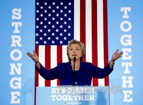 Kalangan pakar memprakirakan dampak dari kasus-kasus keluarga Clinton - ảnh 1