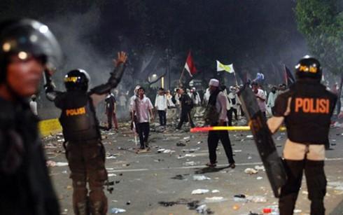 Demonstrasi berubah menjadi bentrokan di Kota Jakarta sehingga menimbulkan korban - ảnh 1