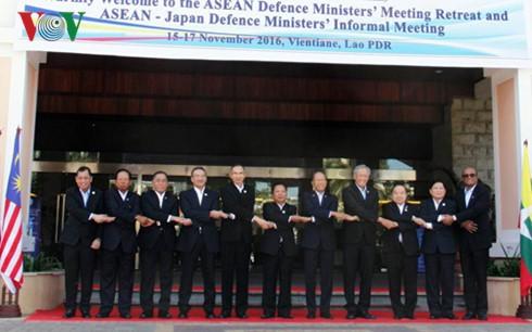 Konferensi terbatas Menhan ASEAN dan Pertemuan tidak resmi Menhan ASEAN-Jepang - ảnh 1