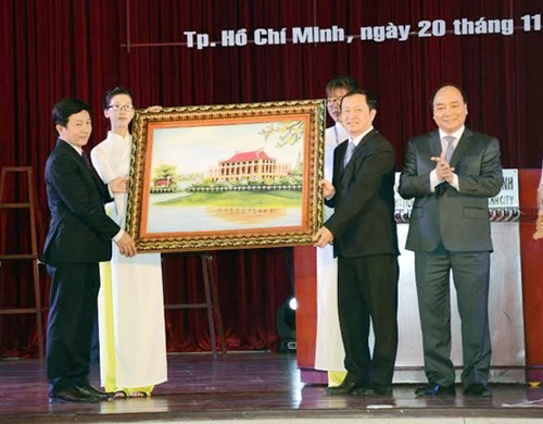 Banyak aktivitas sehubungan dengan Hari Guru Vietnam diadakan - ảnh 1