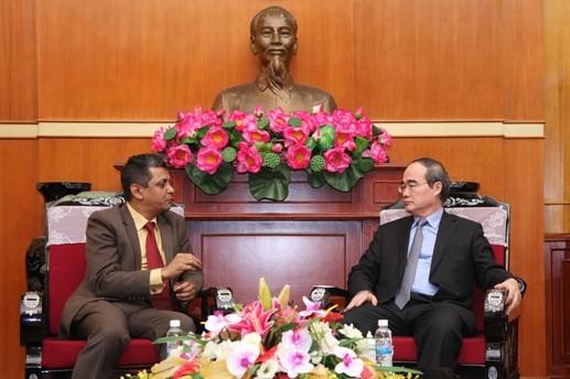 Ketua Pengurus Besar Front Tanah Air Vietnam, Nguyen Thien Nhan menerima Presiden Direktur Grup Tata, India di Vietnam, Indronil Sengupta - ảnh 1