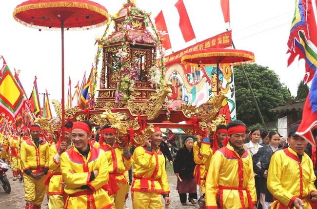 Mengkonservasikan nilai kebudayaan Vietnam dalam pesta-pesta tradisional - ảnh 1