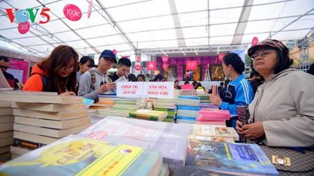 "Proyek ""Buku baik"" menyebarkan pengetahuan di kalangan masyarakat - ảnh 1"
