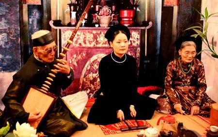 Biduan Pham Thi Hue-orang yang menjaga nyala api terhadap seni lagu rakyat Ca Tru - ảnh 1