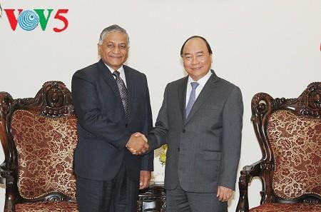 PM Nguyen Xuan Phuc menerima Sekretaris Negara India, Vijay Kumar Singh - ảnh 1