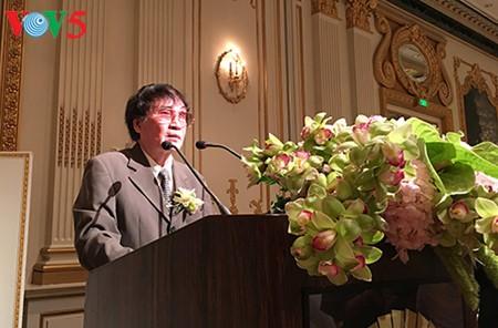 "Jurnalis, sastrawan Tran Mai Hanh dengan buku ""Notulen Peperangan 1-2--3-4.75 - ảnh 1"