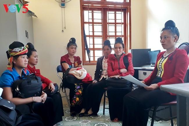 Pejabat wanita etnis minoritas Xinh Mun hangat dengan pekerjaan Asosiasi Wanita - ảnh 1
