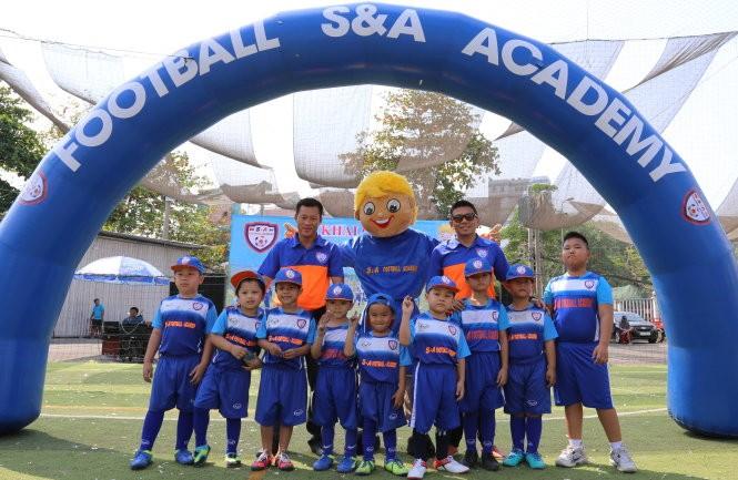 Pusat Sepak Bola S&A Academy-Simbol dari perasaan persaudaraan Vietnam-Thailand di kalangan persepak-bolaan muda - ảnh 1