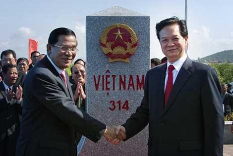 Vietnam-Kamboja memperkuat kerjasama untuk membangun garis perbatasan yang damai dan bersahabat - ảnh 1