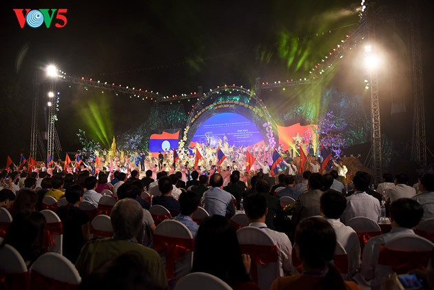 Temu pergaulan kebudayaan, olahraga dan pariwisata daerah perbatasan Vietnam-Laos berakhir - ảnh 1