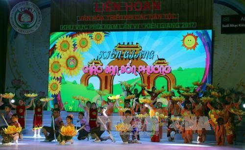 Festival kebudayaan, pesta besar bagi anak-anak dari etnis-etnis di Vietnam Selatan - ảnh 1