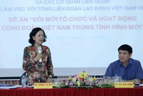 Memperbarui secara sinkron dan efektif organisasi dan aktivitas serikat buruh Vietnam - ảnh 1