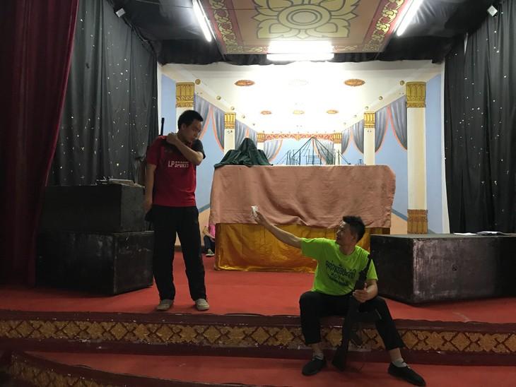 """Drama """"Kawan Vietnam"""" di seni panggung drama modern Laos - ảnh 1"""