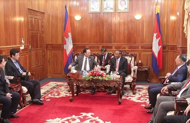Kementerian Keamanan Publik Vietnam dan Kementerian Dalam Negeri Kamboja bertekad membangun garis perbatasan yang damai dan menjamin keamanan dan ketertiban - ảnh 1