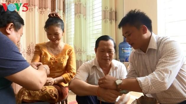 Keluarga-keluarga istimewa dalam persahabatan Vietnam-Laos - ảnh 1