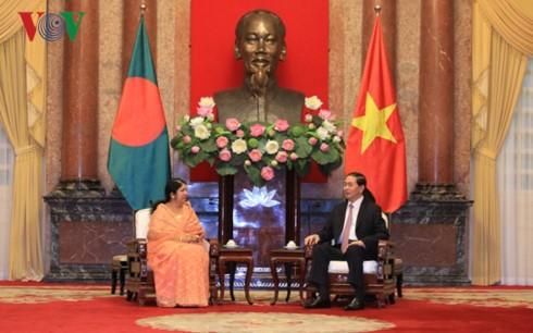 Presiden Tran Dai Quang menerima Ketua Parlemen Bangladesh - ảnh 1