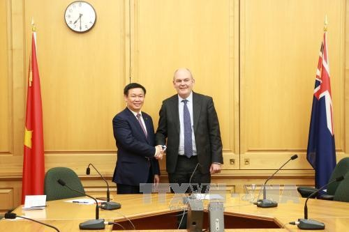 Deputi PM Vuong Dinh Hue melakukan kunjungan kerja di Selandia Baru - ảnh 1