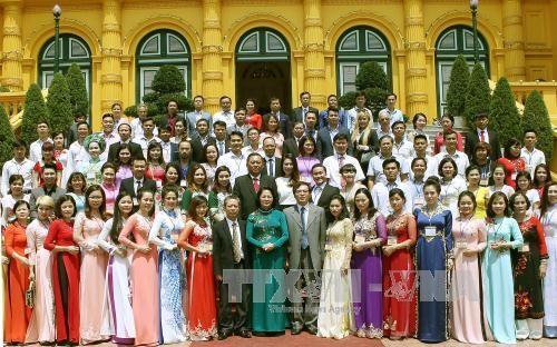 Wakil Presiden Dang Thi Ngoc Thinh menerima rombongan Asosiasi Badan Usaha Kecil dan Menengah Vietnam - ảnh 1