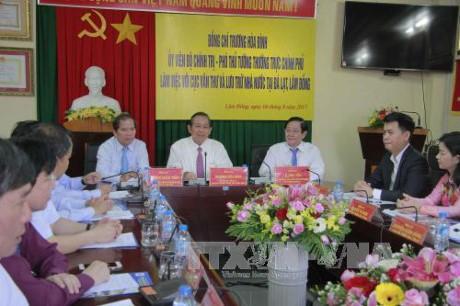 Deputi Harian PM Truong Hoa Binh: Memperkenalkan nilai naskah administrasi dari kayu dinasti Nguyen-Pusaka Dokumen Dunia kepada sahabat-sahabat internasional - ảnh 1