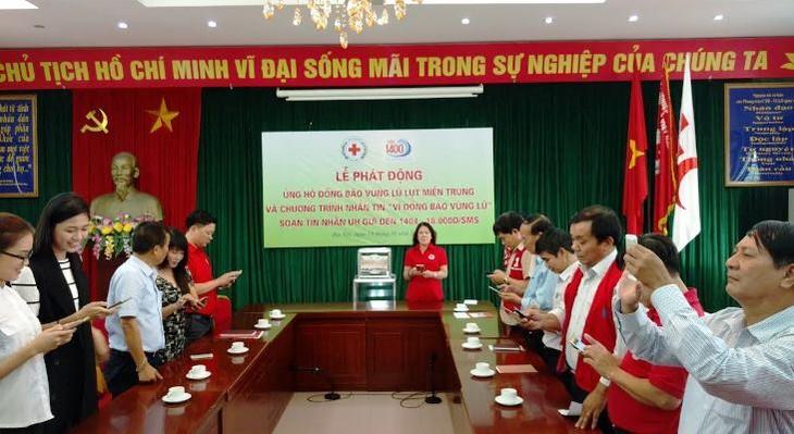 Lembaga Palang Merah Vietnam mencanangkan program dukungan kepada rakyat di daerah banjir - ảnh 1