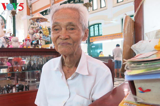 Kakek penulis surat sewaan yang paling lama di Kantor Pos Sentral Sai Gon - ảnh 1