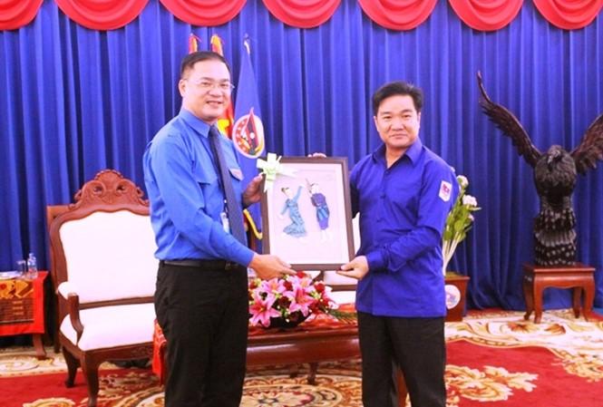 Kaum muda Ibu Kota Hanoi memupuk persahabatan dan solidaritas istimewa Vietnam-Laos - ảnh 1