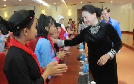 Partai Komunis dan Negara Vietnam selalu memperhatikan, merawat dan menyediakan banyak sumber daya untuk melindungi dan membantu anak-anak - ảnh 1