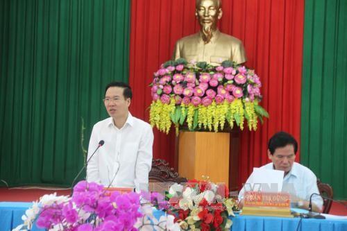 Kepala Departemen Komunikasi dan Pendidikan KS PKV, Vo Van Thuong melakukan kunjungan kerja di provinsi Tra Vinh - ảnh 1