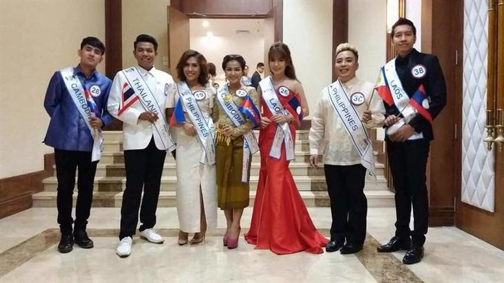 Dua penyanyi muda Laos-Sukses dalam upaya menggeliat - ảnh 1