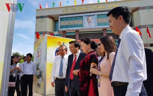"""Ketua MN Nguyen Thi Kim Ngan menghadiri upacara peringatan ulang tahun ke-50 Provinsi Long an mendapat gelar """"setia, gagah berani, gigih seluruh rakyat melawan musuh"""" - ảnh 1"""