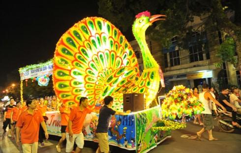 Kekhasan Festival Medio Musim Gugur Kota Tuyen Quang 2017 - ảnh 1
