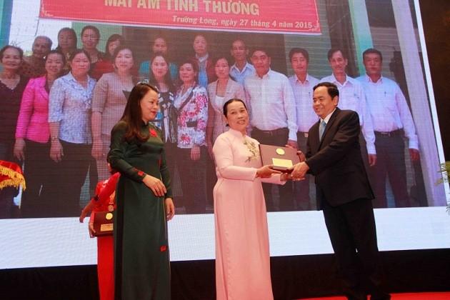Saudari Nguyen Thi Hue, teladan pandai dalam usaha ekonomi untuk lepas dari kemiskinan secara berkesinambungan - ảnh 1