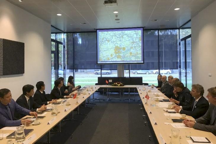 Delegasi Departemen Ekonomi KS PKV melakukan kunjungan kerja di Belanda - ảnh 1