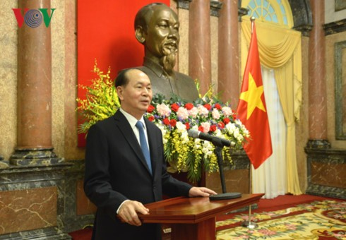 Presiden Tran Dai Quang menyampaikan keputusan mengangkat Duta Besar Republik Sosialis Vietnam - ảnh 1